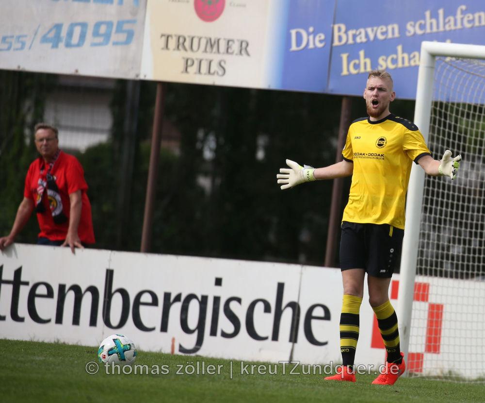 09.09.2017 - Viktoria Griesheim - Borussia Fulda, Daniel Duschner (VG) ** foto © thomas zöller ** foto ist honorarpflichtig! ** auf anfrage in hoeherer qualitaet/aufloesung