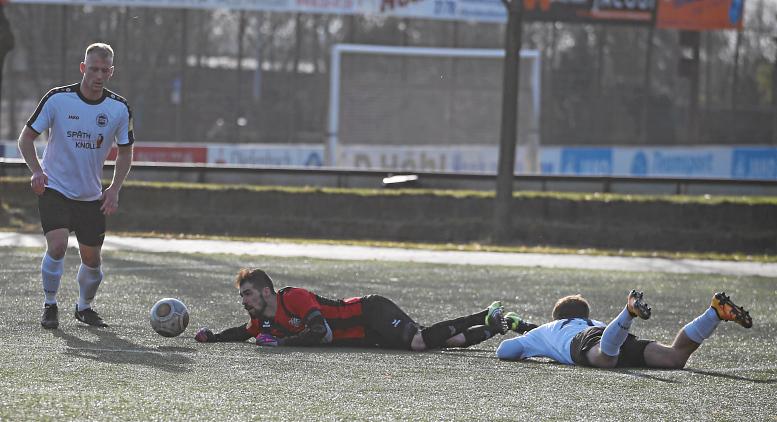 25.02.2017 - Fußball Viktoria Griesheim - FSC Lohfelden ** foto © thomas zöller ** foto ist honorarpflichtig! ** auf anfrage in hoeherer qualitaet/aufloesung